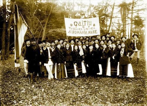 Particianţi la Marea Adunare Națională de la Alba Iulia